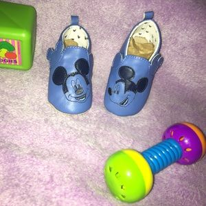 Adorable Unique Mickey Mouse crib shoes SZ:6-12M